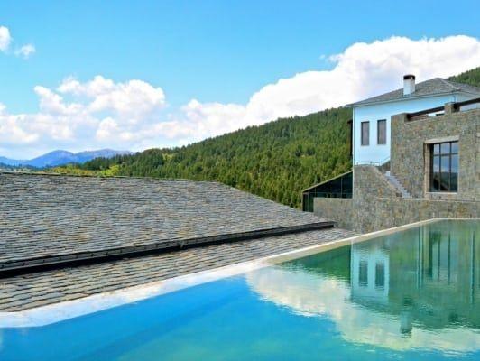 Θέα από την εξωτερική πισίνα