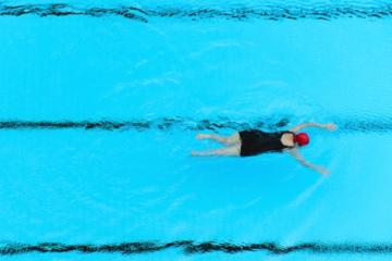 Ασκήσεις κολύμβησης και συμβουλές διατροφής για υπέρβαρους.